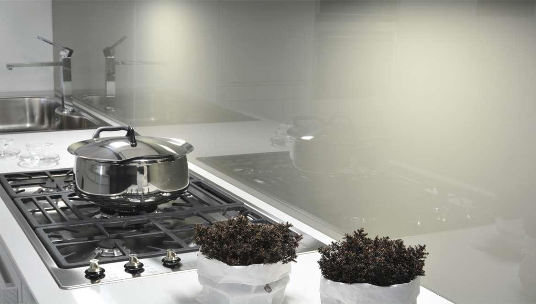 Beautiful schienale cucina vetro photos - Schienali per cucine ...